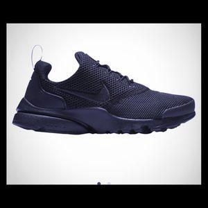 Boys Nike presto size 7
